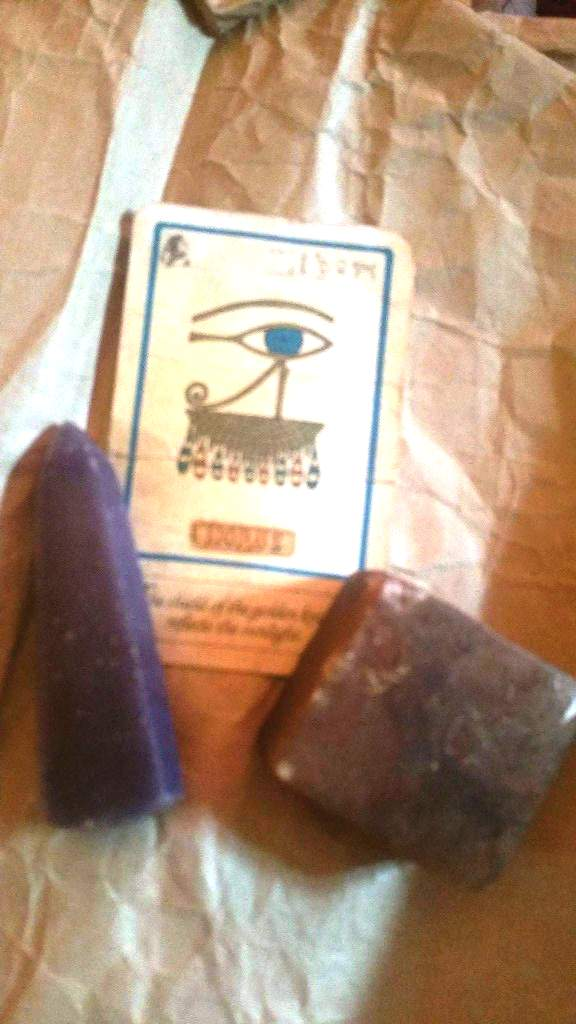 Obelisk apport and agate block, Horus card